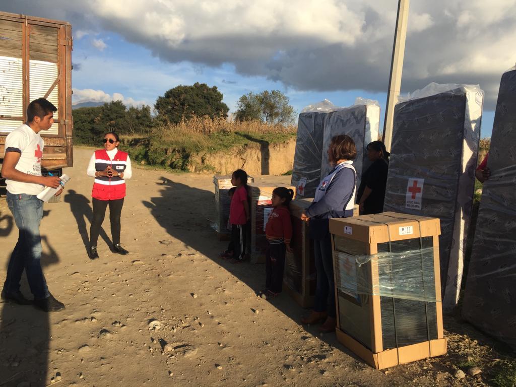 Entrega Cruz Roja Zacatelco ayuda humanitaria a 25 familias de escasos recursos