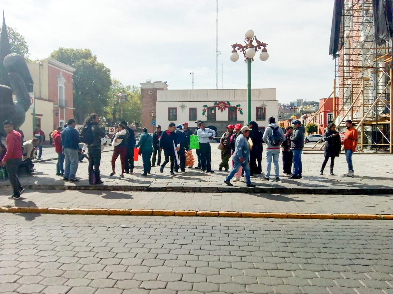 Feligreses de Zacatelco piden destitución de fiscal y párroco por intereses políticos