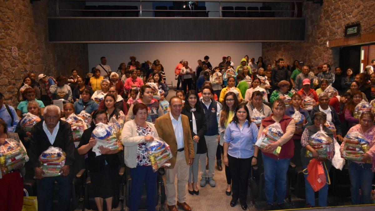 Reciben 400 familias vulnerables productos de la canasta básica en Zacatelco