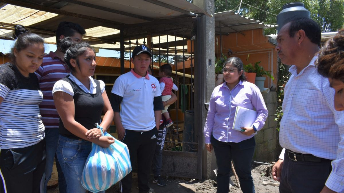 Apoyan a familias afectadas por inundaciones en Zacatelco