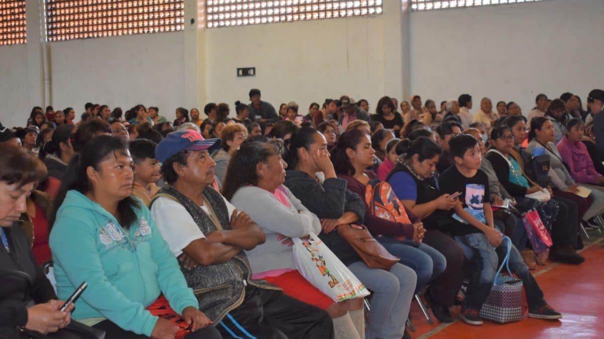 Se entregan becas Benito Juárez en Zacatelco